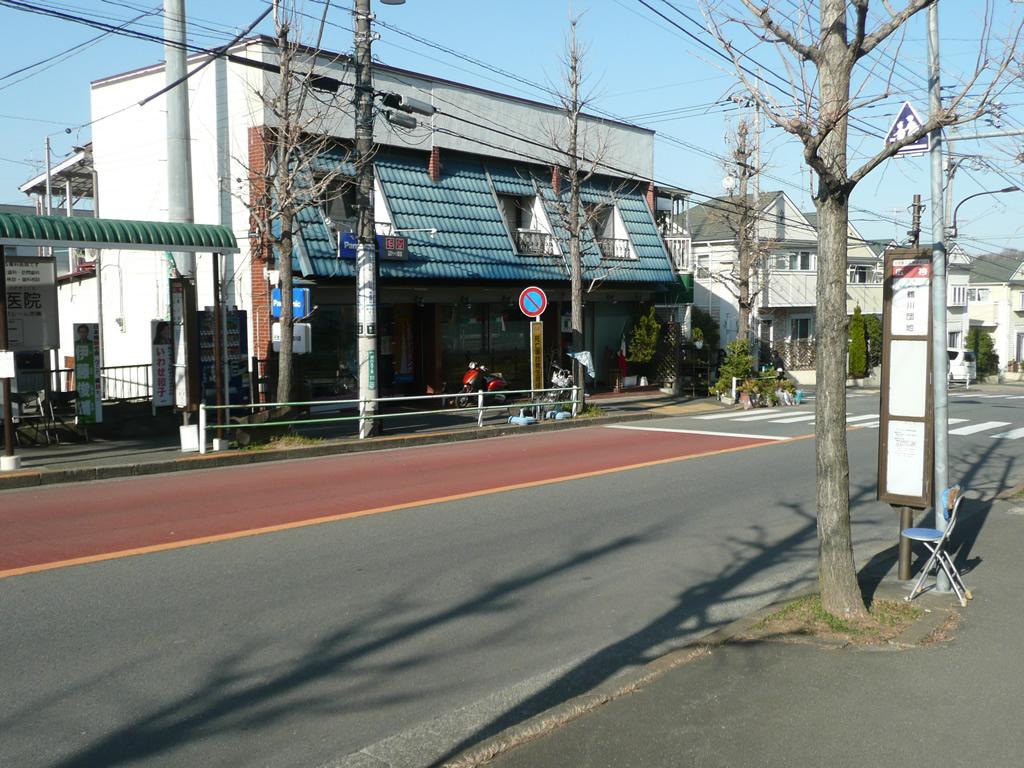 最寄りのバス停「広袴」(タクシー会社「富士交通」前)