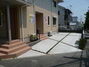 角地の玄関前にある停車スペース